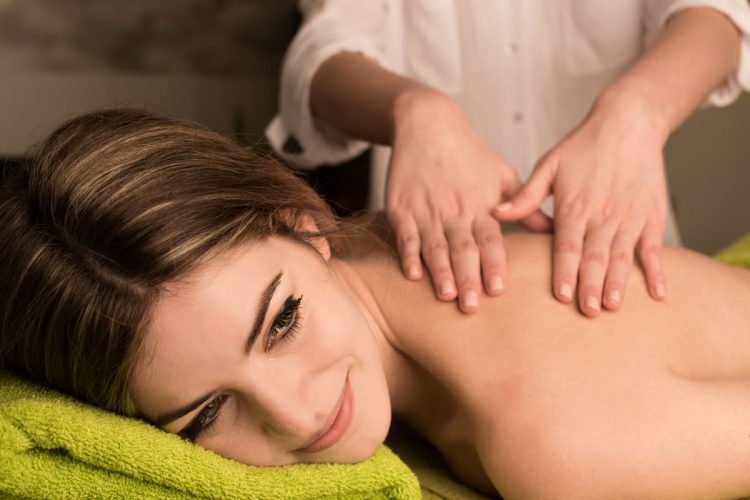 woman-having-back-massage-2ZPXAN8